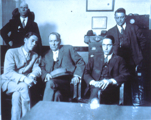 the criminal minds of loeb and leopold On may 21, 1924, teenagers nathan leopold and richard loeb kidnapped and  killed 14-year-old bobby franks in an attempt to create the.